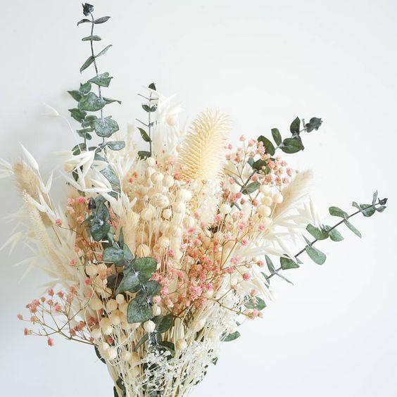 Bouquet champêtre en fleurs séchées